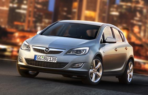 Opel stellt auf der IAA 2009 den neuen Astra vor und erhofft sich Erfolg mit der Downsizing-Strategie, die kleinere Motoren bevorzugt (Foto: Opel)
