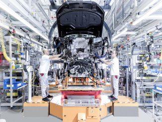 Das Geschäft läuft rund. Im Bild die Montage des Modells A8 bei Audi in Neckarsulm (Foto: Audi AG)